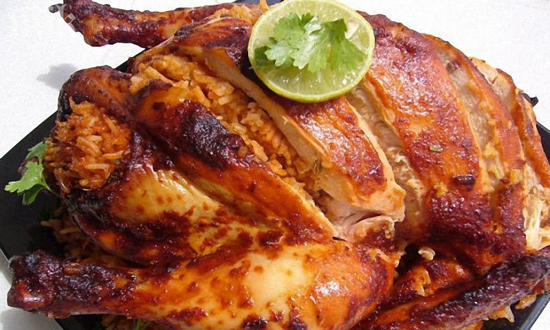 Фаршированная курица с рисом и потрохами.