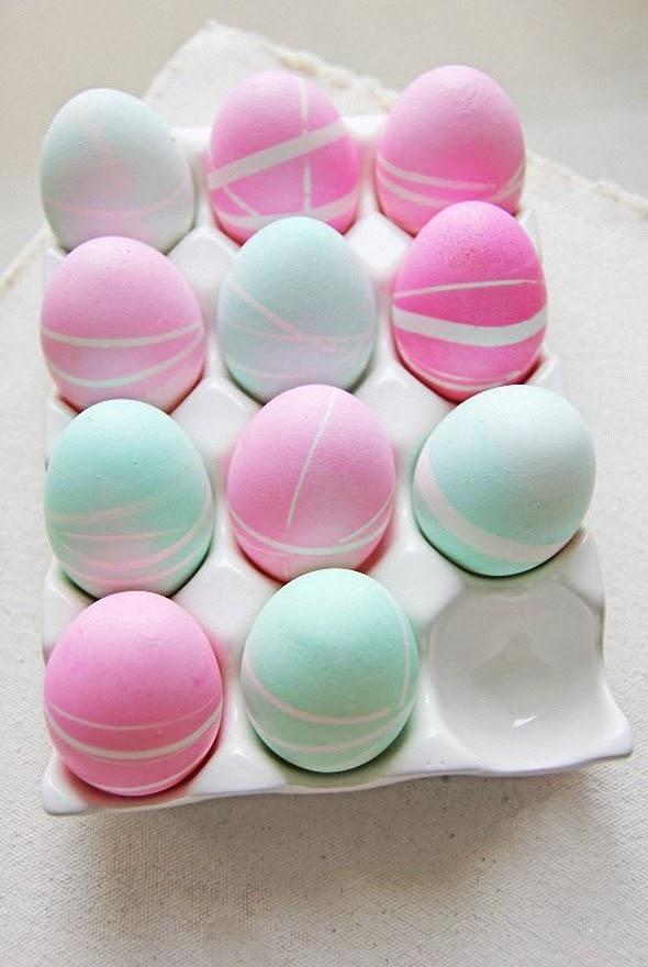 Пастельные узорчатые пасхальные яйца.