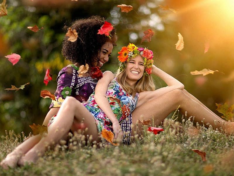 Счастливые девушки