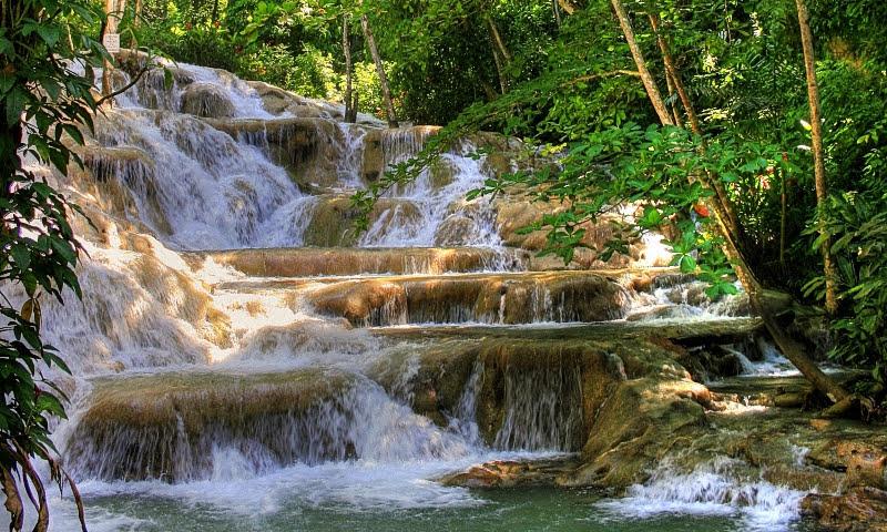 Популярные водопады Даннс-Ривер