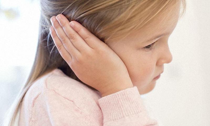 Болит ухо у ребёнка